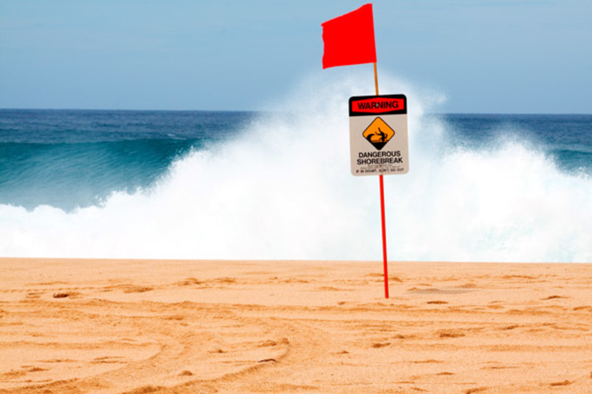 Warning signs mark a dangerous shore break and rip current along the north shore of Oahu, Hawaii. (PHOTO: JOSHUA RAINEY PHOTOGRAPHY/SHUTTERSTOCK)