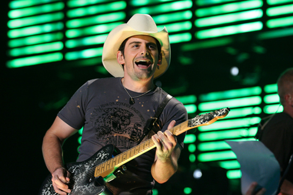 Brad Paisley performing on August 19, 2007. (PHOTO: MINDS-EYE/WIKIMEDIA COMMONS)