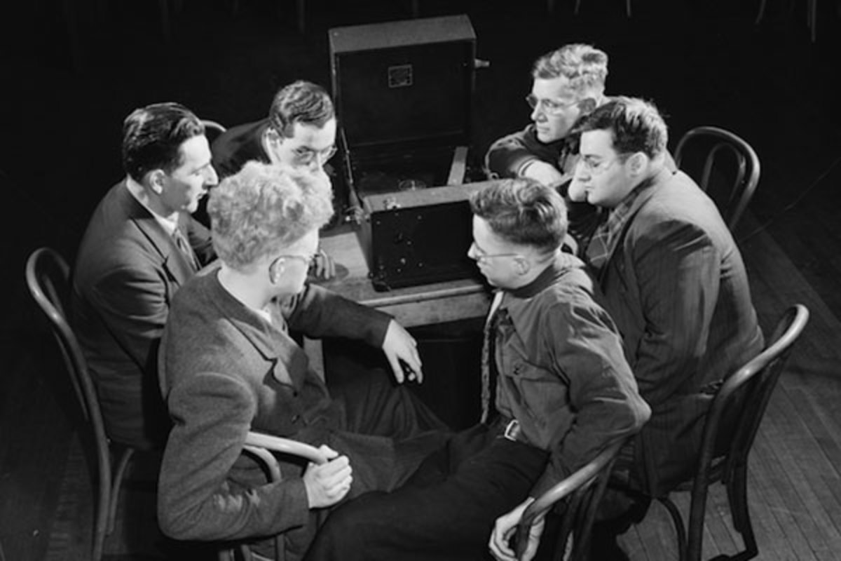 """Blind students listen to a """"talking book"""" at Lighthouse in New York. (PHOTO: LIBRARY OF CONGRESS)"""