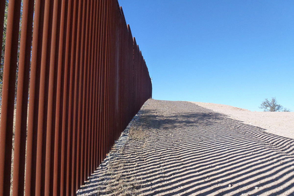 The U.S.-erected border fence at Nogales, Arizona. (PHOTO: A_ISACSON/FLICKR)