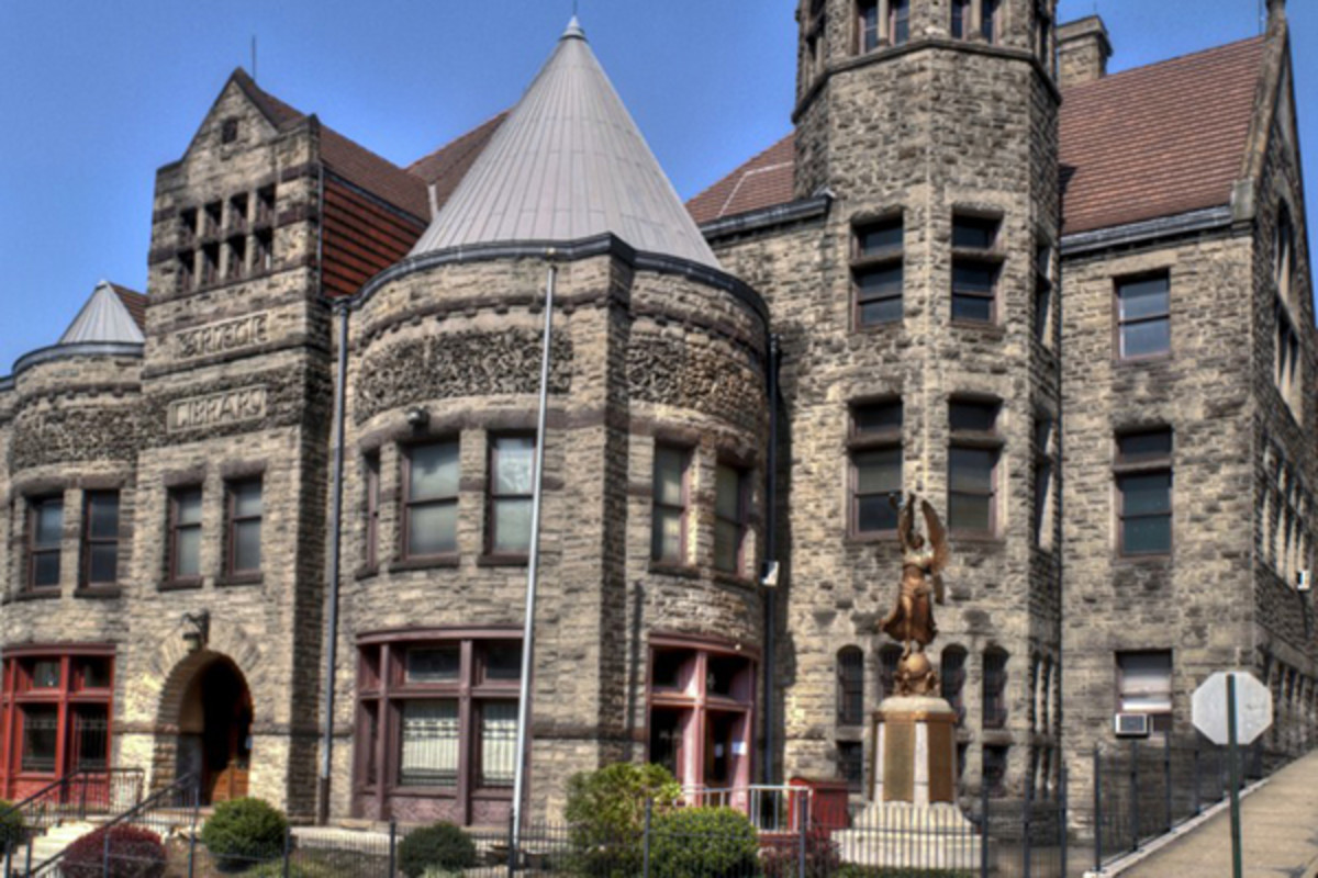 Braddock Carnegie Library. (PHOTO: CHRISTOPHER ROLINSON/WIKIMEDIA COMMONS)