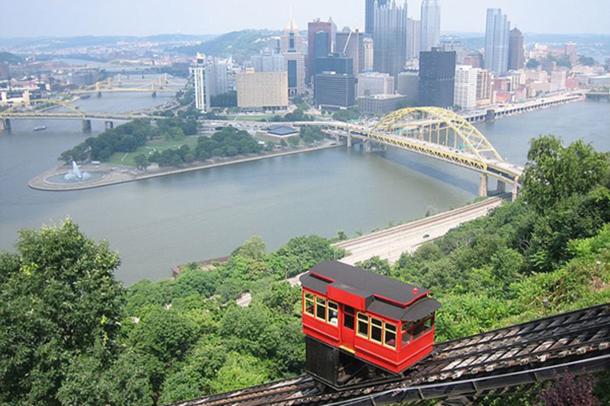 Downtown Pittsburgh and the Duquesne Incline from Mt. Washington. (PHOTO: PLASTIKSPORK/WIKIMEDIA COMMONS)