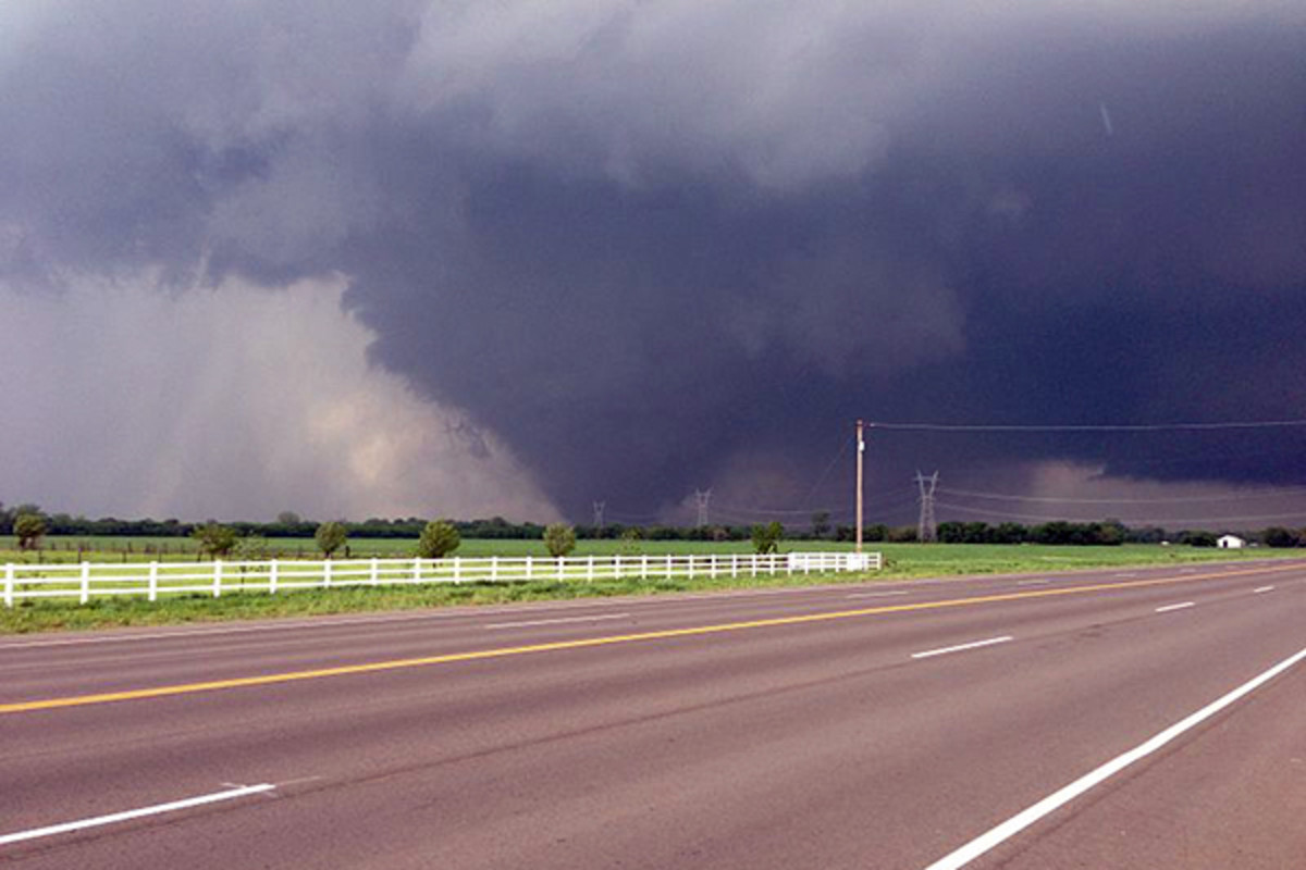 The 2013 tornado southwest of Moore, Oklahoma. (PHOTO: KS0STM/WIKIMEDIA COMMONS)