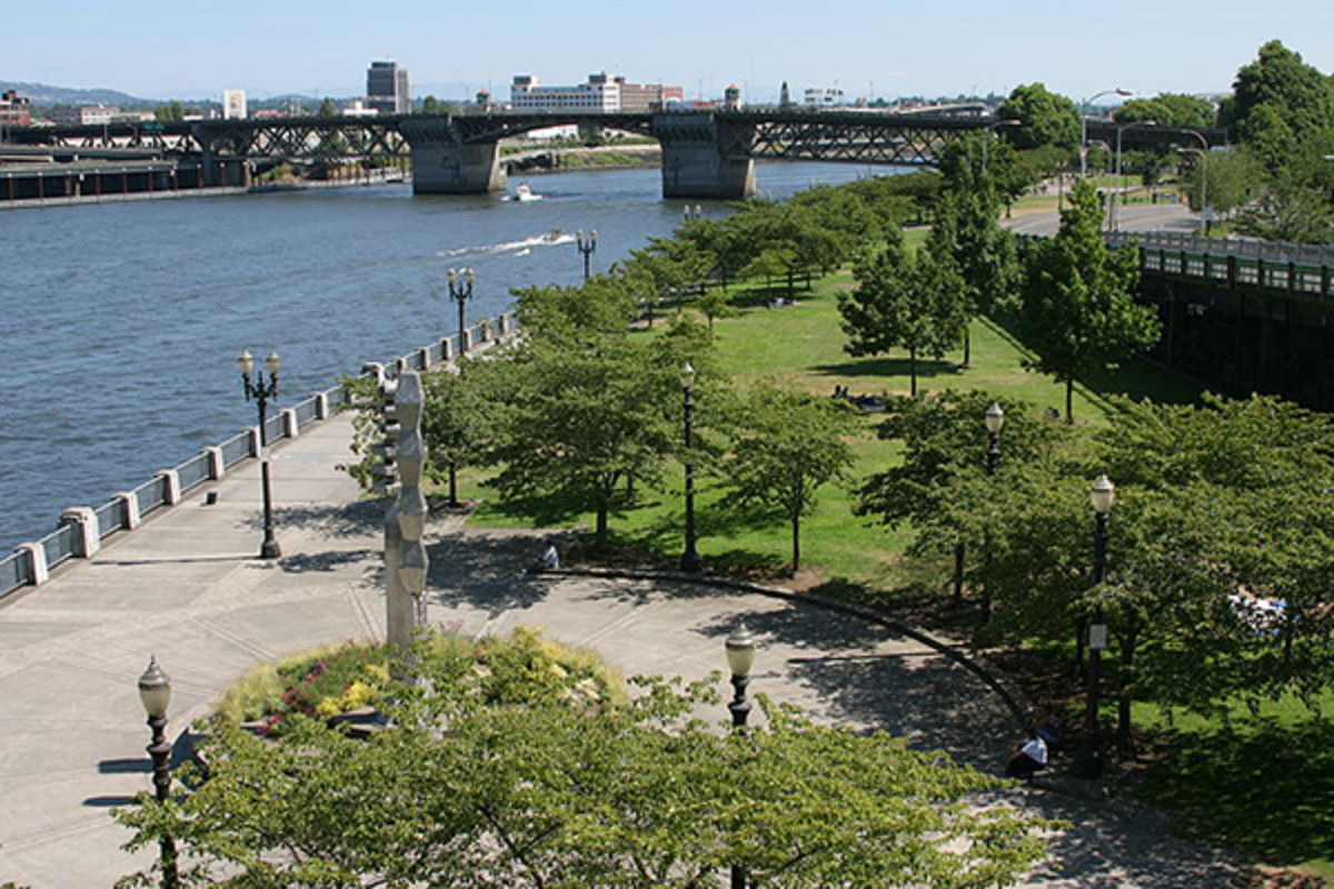 Portland's Tom McCall Waterfront Park seen from the north. (PHOTO: CACOPHONY/WIKIMEDIA COMMONS)