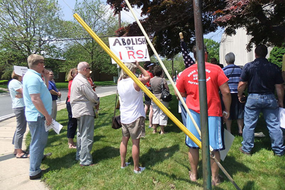 Activists at IRS facility in Mountainside, New Jersey, on May 21, 2013, protesting IRS targeting of partisan groups. (PHOTO: JAMES M. BENNETT/WIKIMEDIA COMMONS)