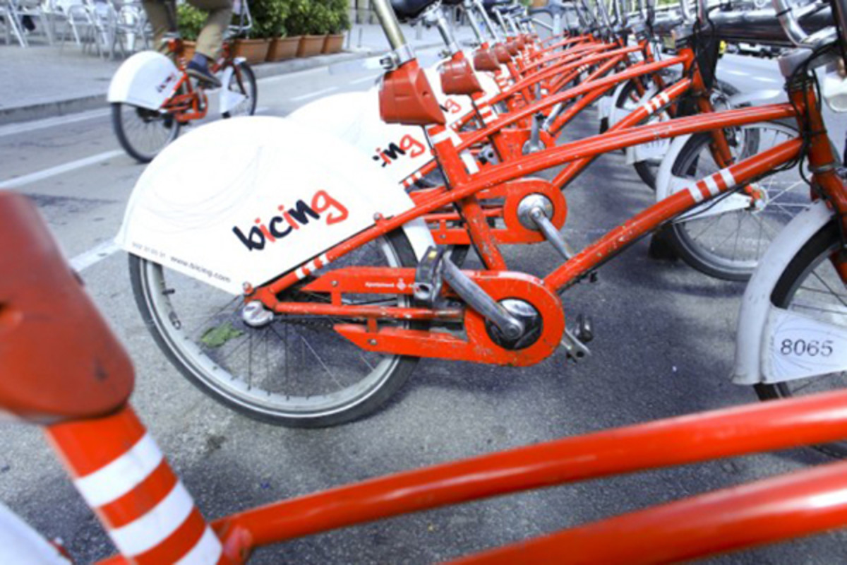 Barcelona' Bicing bike share program, an early IT-based system, debuted in March 2007. (PHOTO: MARC HERMAN)