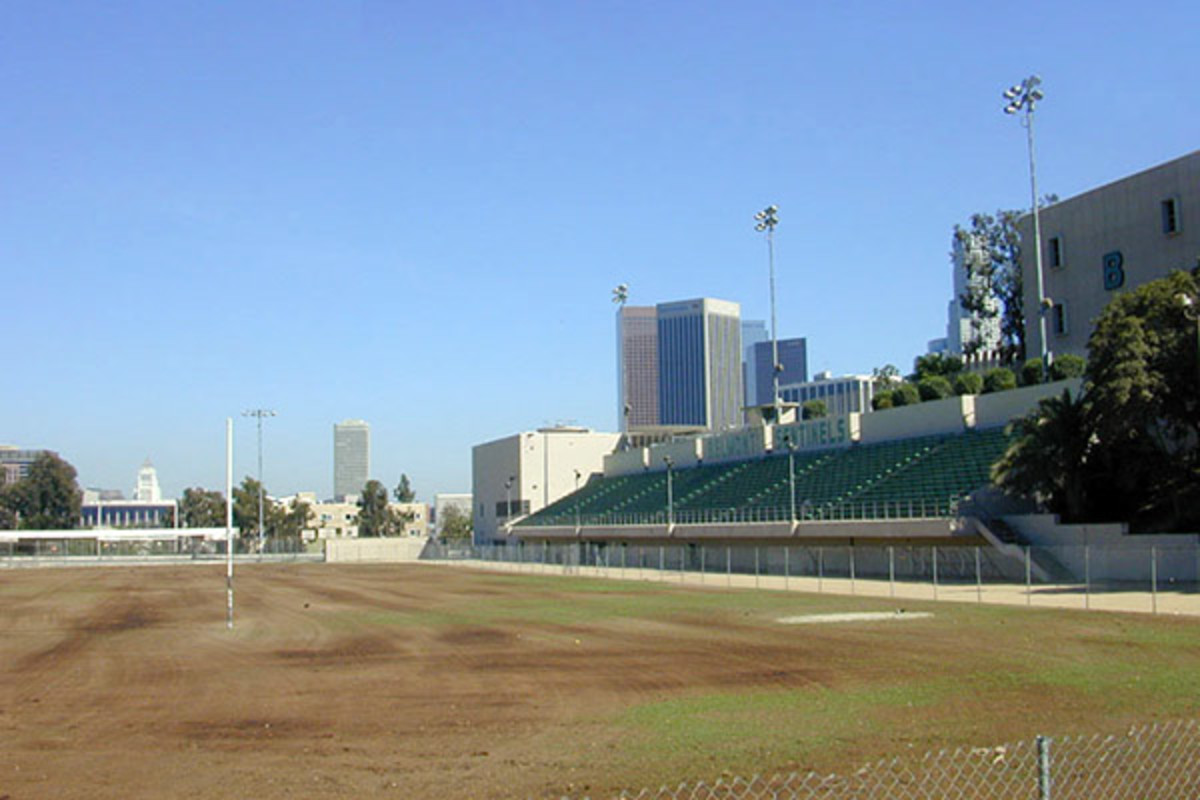 The athletic field at Belmont High School in Los Angeles, California. (PHOTO: UCLA90024/WIKIMEDIA COMMONS)