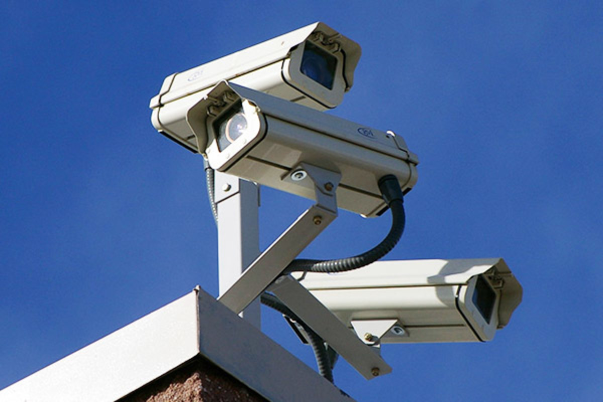 Surveillance cameras. (PHOTO: HUSTVEDT/WIKIMEDIA COMMONS)