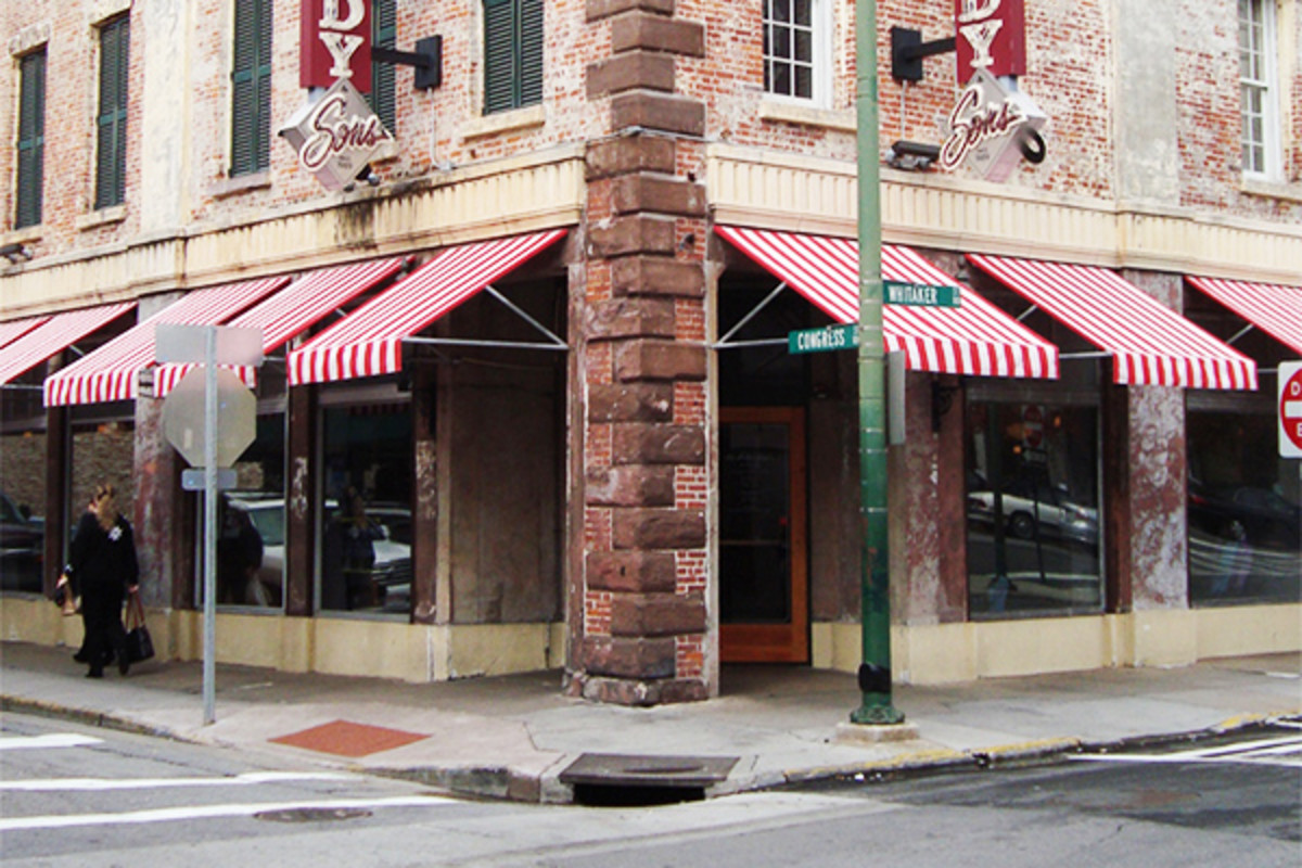 Paula Deen's Lady & Sons restaurant in Savannah, Georgia. (PHOTO: GREENBOB16/WIKIMEDIA COMMONS)