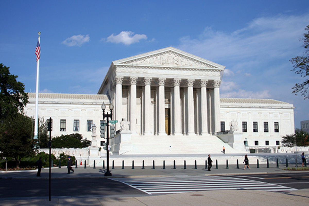 The present U.S. Supreme Court building seen from across 1st Street NE. (PHOTO: 350Z33/WIKIMEDIA COMMONS)
