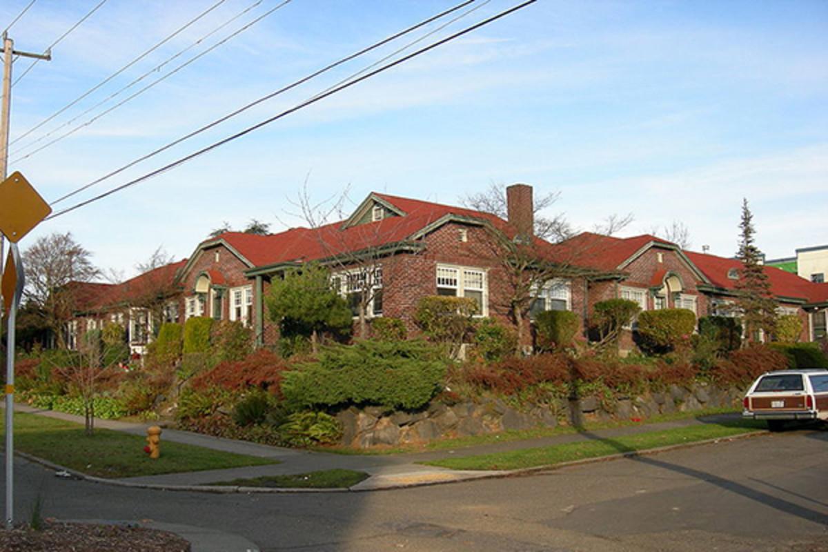 Garden apartments in Seattle, Washington. (PHOTO: JOE MABEL/WIKIMEDIA COMMONS)