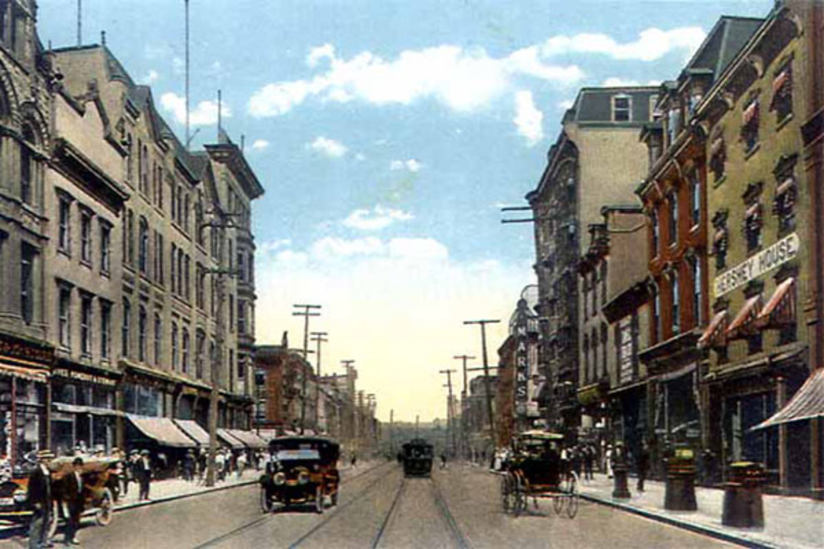 Postcard depicting Market Street in downtown Harrisburg as it appeared in 1910. (PHOTO: PUBLIC DOMAIN)