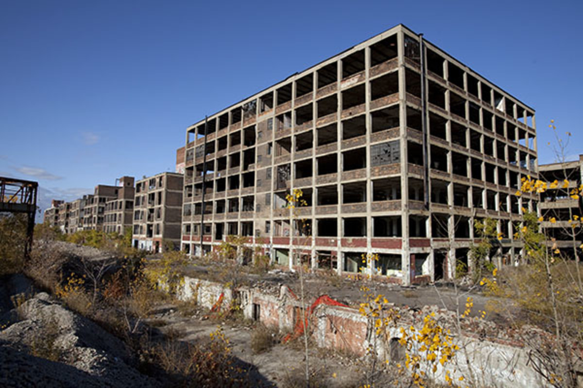 Packard Automotive Plant, an abandoned automobile-manufacturing factory in Detroit. (PHOTO: ALBERT DUCE/WIKIMEDIA COMMONS)