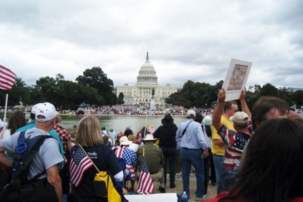 Tea Party protesters on the West Lawn of the U.S. Capitol and the National Mall at the Taxpayer March on Washington on September 12, 2009. (PHOTO: NYYANKEES51/WIKIMEDIA COMMONS)