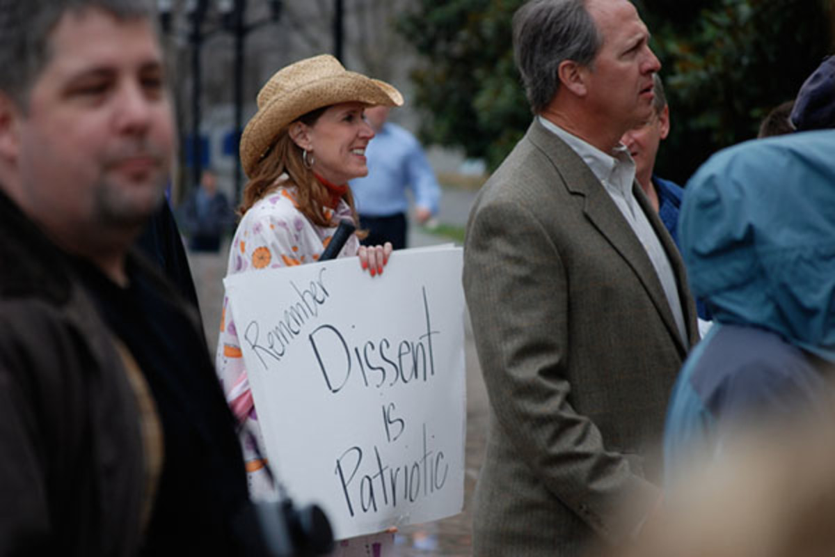 "A Tea Party protester holds a sign saying ""Remember: Dissent is Patriotic"" at a Nashville Tea Party on February 27, 2009. (PHOTO: KEVIN SMITH/WIKIMEDIA COMMONS)"