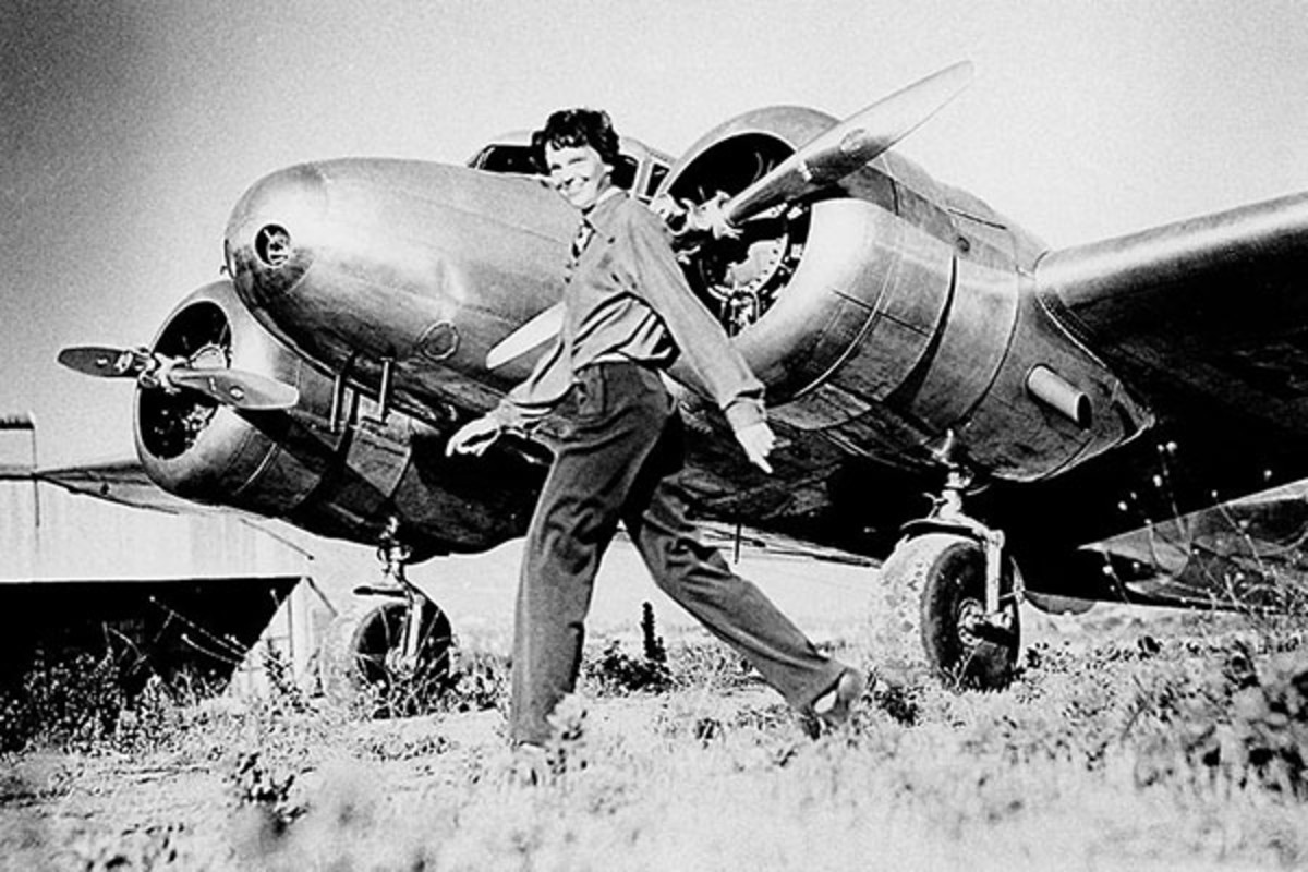 Amelia Earhart and a Lockheed Electra 10E NR 16020, c. 1937. (PHOTO: PUBLIC DOMAIN)