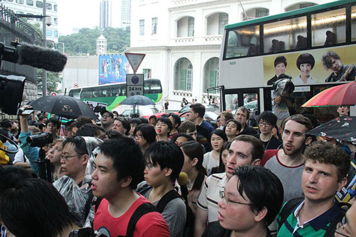 Hong Kong demonstration at U.S. Consulate on June 15, 2013, in support of Snowden. (PHOTO: VOICE OF AMERICA)