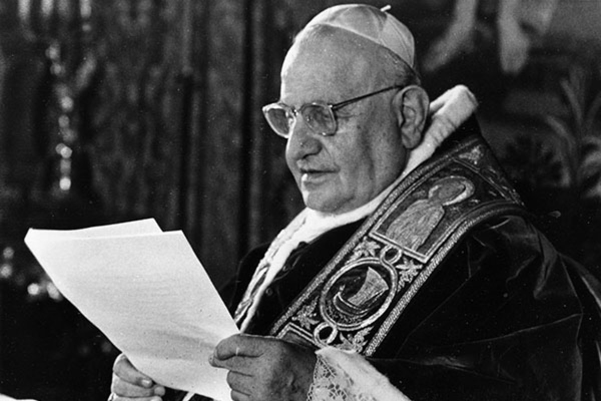 Pope John XXIII makes an announcement. (PHOTO: ASSOCIATED PRESS)