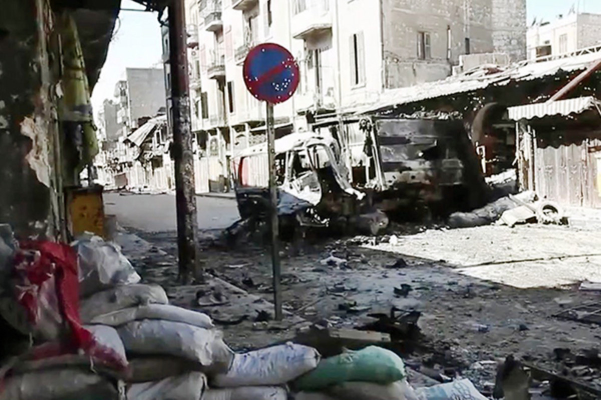 Bombed-out vehicles after street fighting in Aleppo, October 2012. (PHOTO: VOICE OF AMERICA)