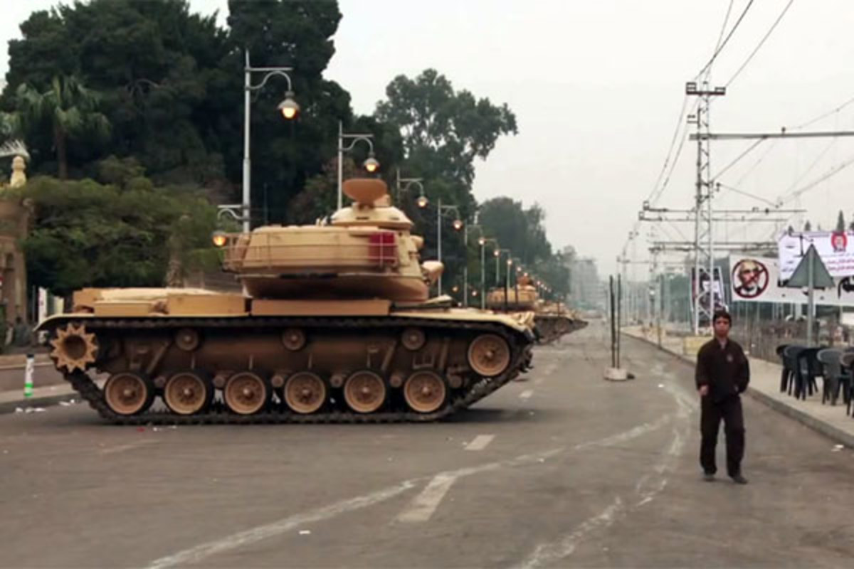 A tank near the presidential palace in Egypt. (PHOTO: VOICE OF AMERICA)
