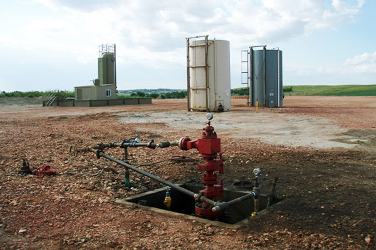 Well head after all the fracking equipment has been taken off location. (PHOTO: JOSHUA DOUBEK/WIKIMEDIA COMMONS)