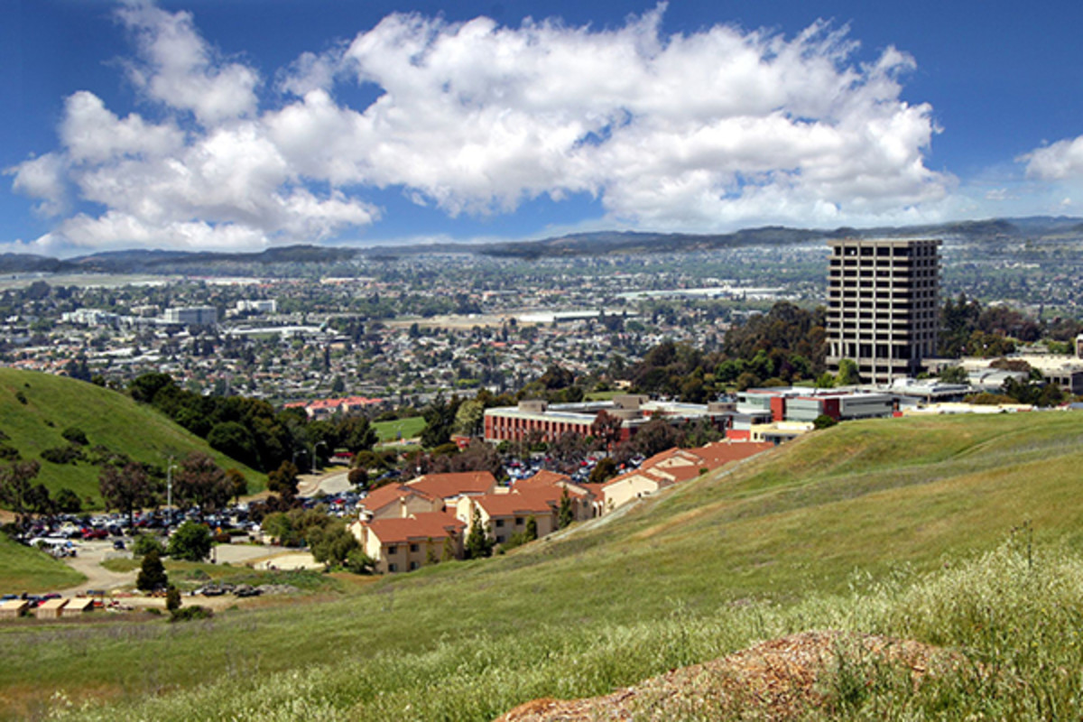 The East Bay campus of the California State University system. (PHOTO: JENNIFER WILLIAMS/WIKIMEDIA COMMONS)