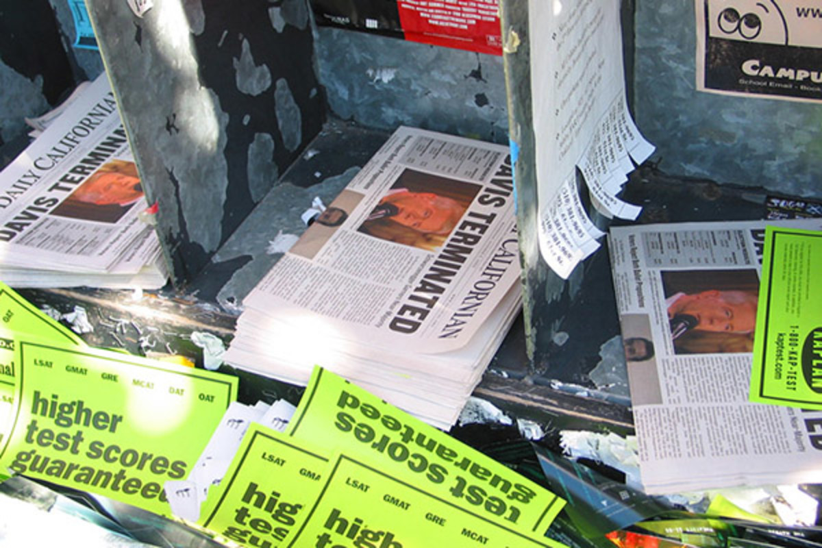 Headlines of Gray Davis' defeat in The Daily Californian. (PHOTO: TIM BERGERON/WIKIMEDIA COMMONS)