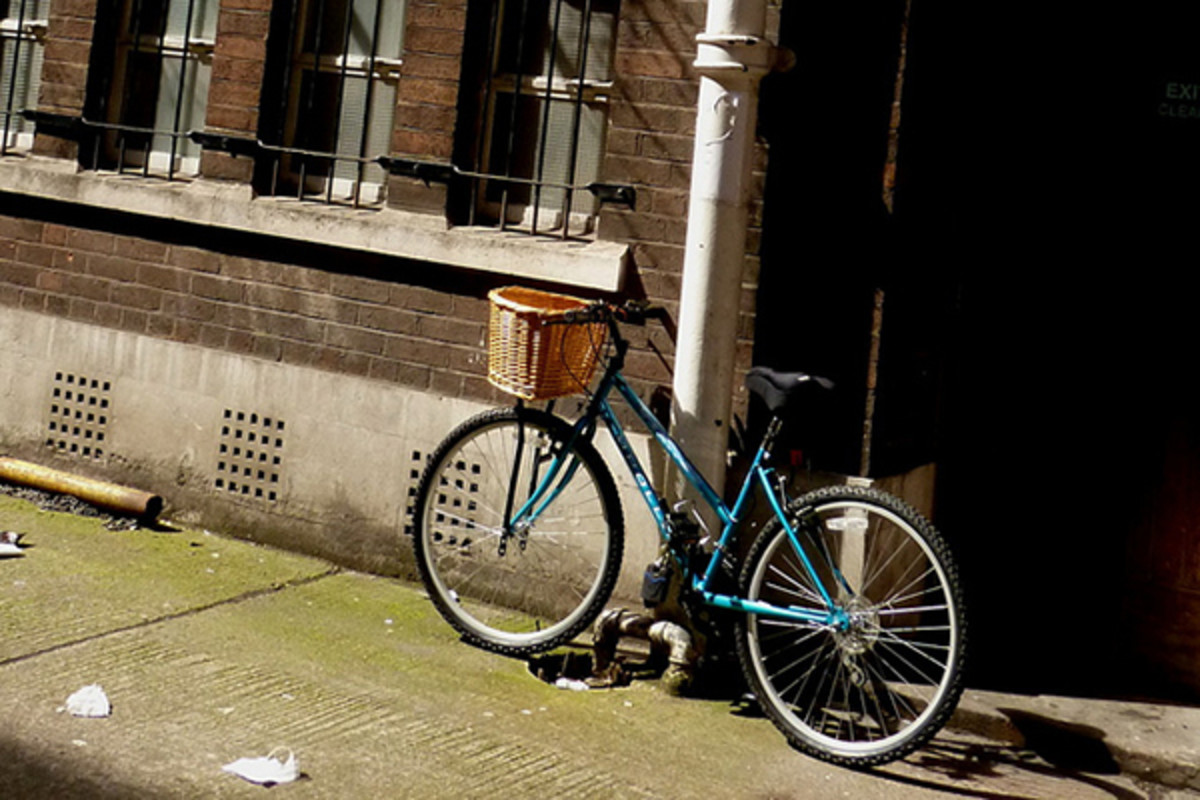 A bicycle on Bow Lane in Manchester. (PHOTO: ALEX PEPPERHILL/FLICKR)