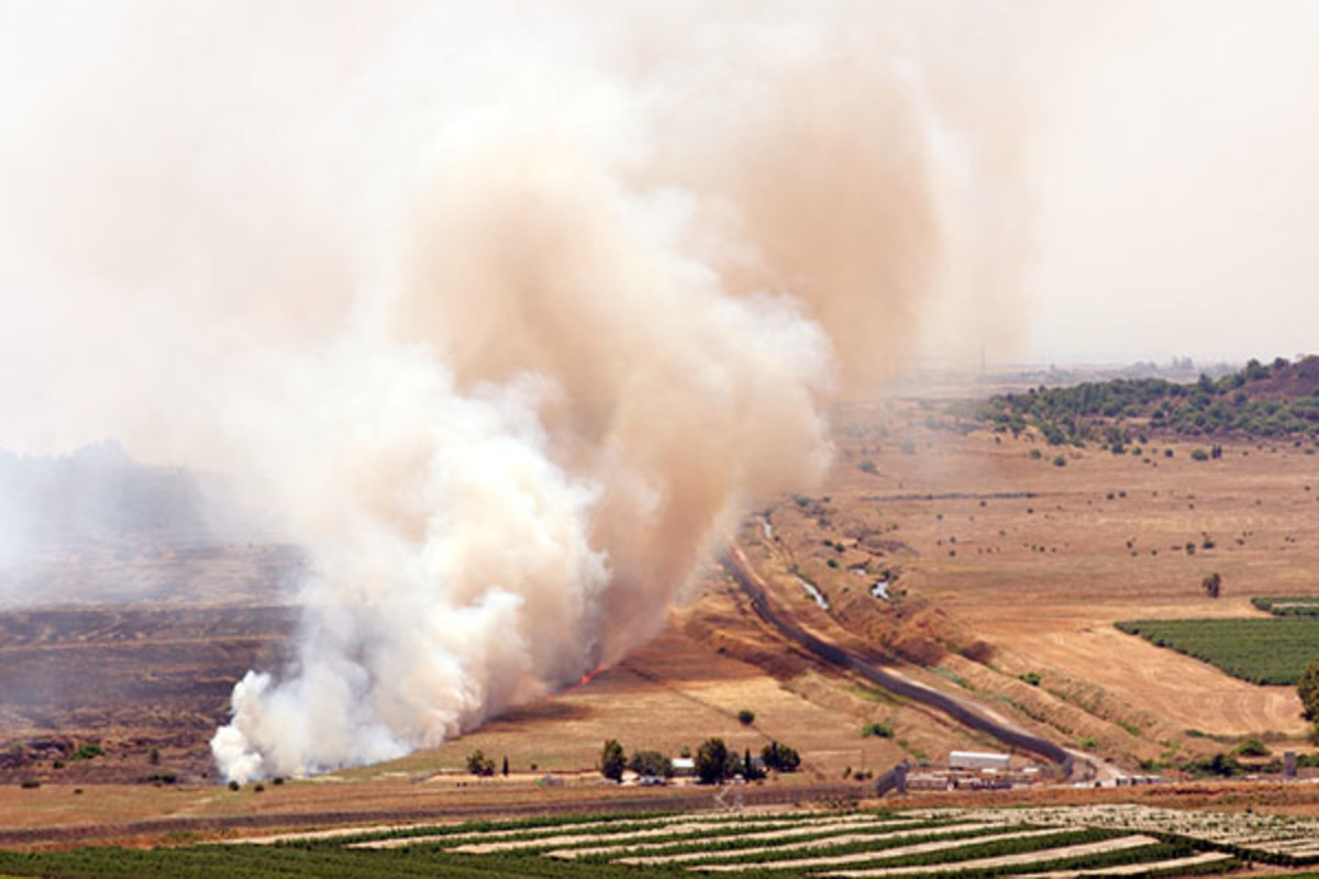 A battlefield fire in Qunaitira, Syria, on June 06, 2013. (PHOTO: SERVICKUZ/SHUTTERSTOCK)