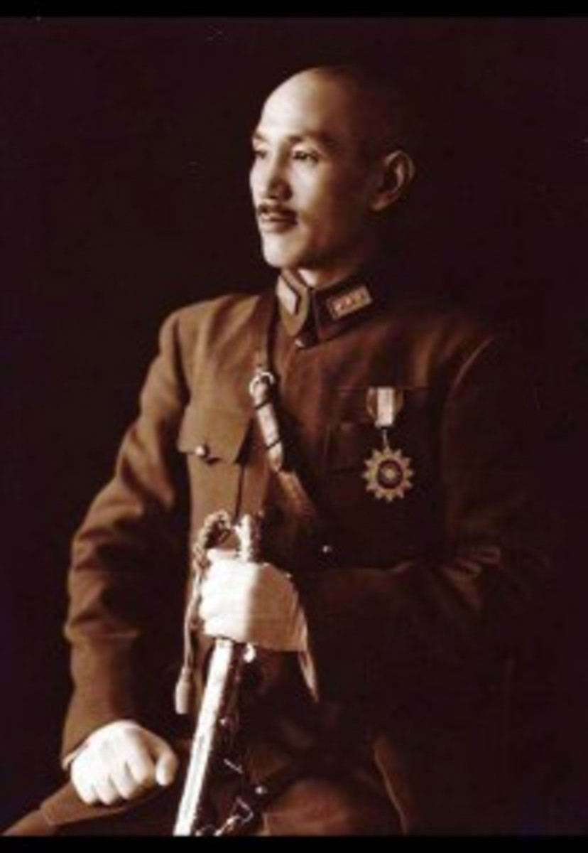 415px-Chiang_Kai-shek_in_full_uniform-207x300