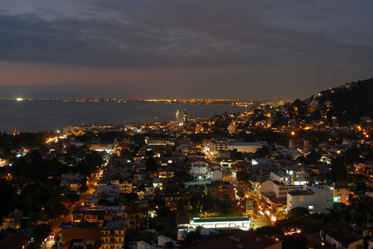 Puerto Vallarta at night. (PHOTO: COOLCAESAR/WIKIMEDIA COMMONS)