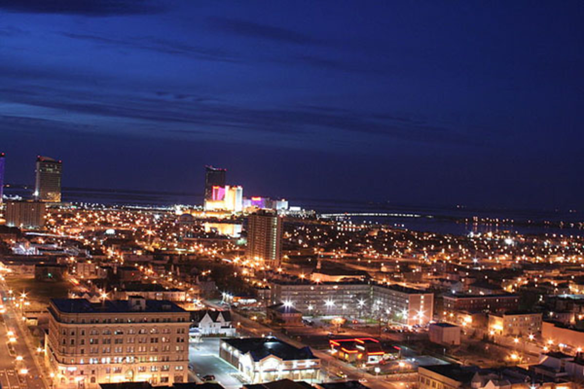 Atlantic City at night. (PHOTO: RON MIGUEL/WIKIMEDIA COMMONS)
