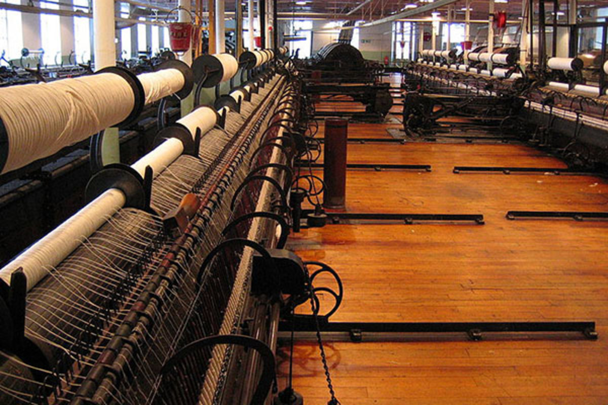 Spinning room at Helmshore Mills Textile Museum. (PHOTO: UNHINDERED BY TALENT/WIKIMEDIA COMMONS)