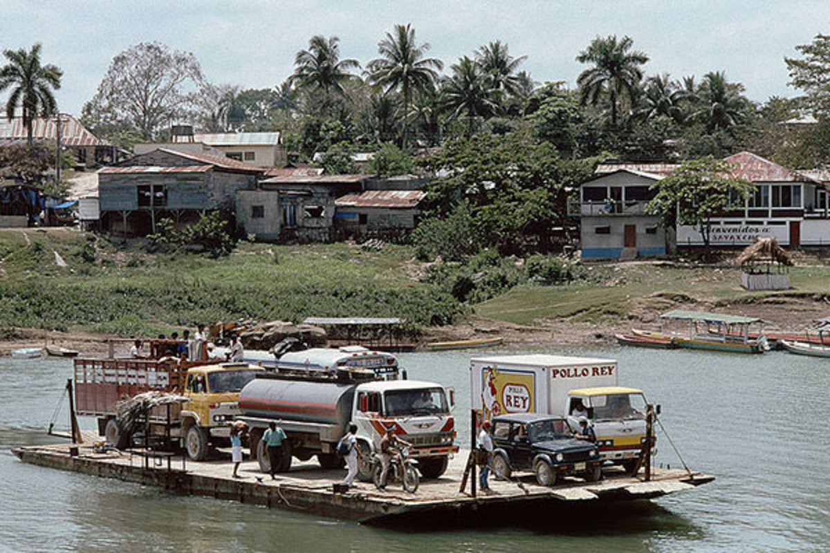 Ferry crossing the Pasión River at Sayaxché, which is located in the department of Guatemala, Petén, where you'll also find the small village of Dos Erres. (PHOTO: NANOSMILE/WIKIMEDIA COMMONS)