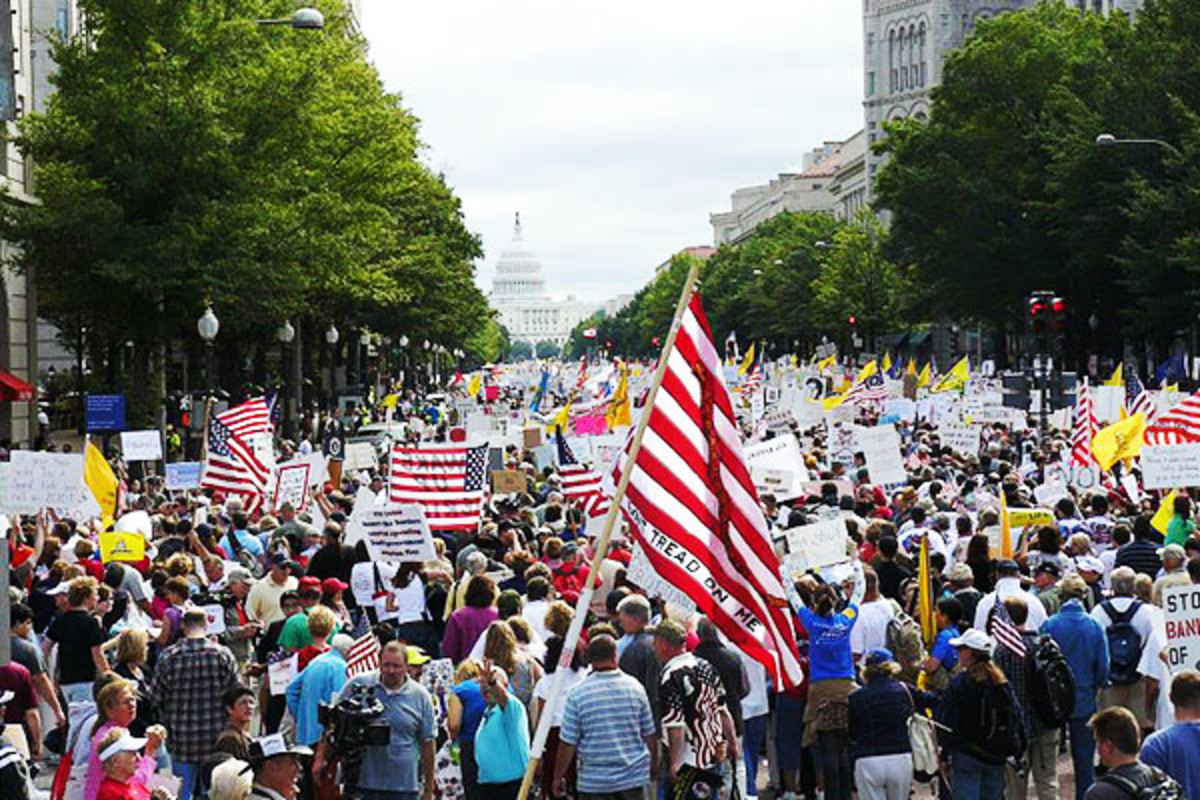 Tea Party protesters walk toward the United States Capitol during the Taxpayer March on Washington, September 12, 2009. (PHOTO: PUBLIC DOMAIN)