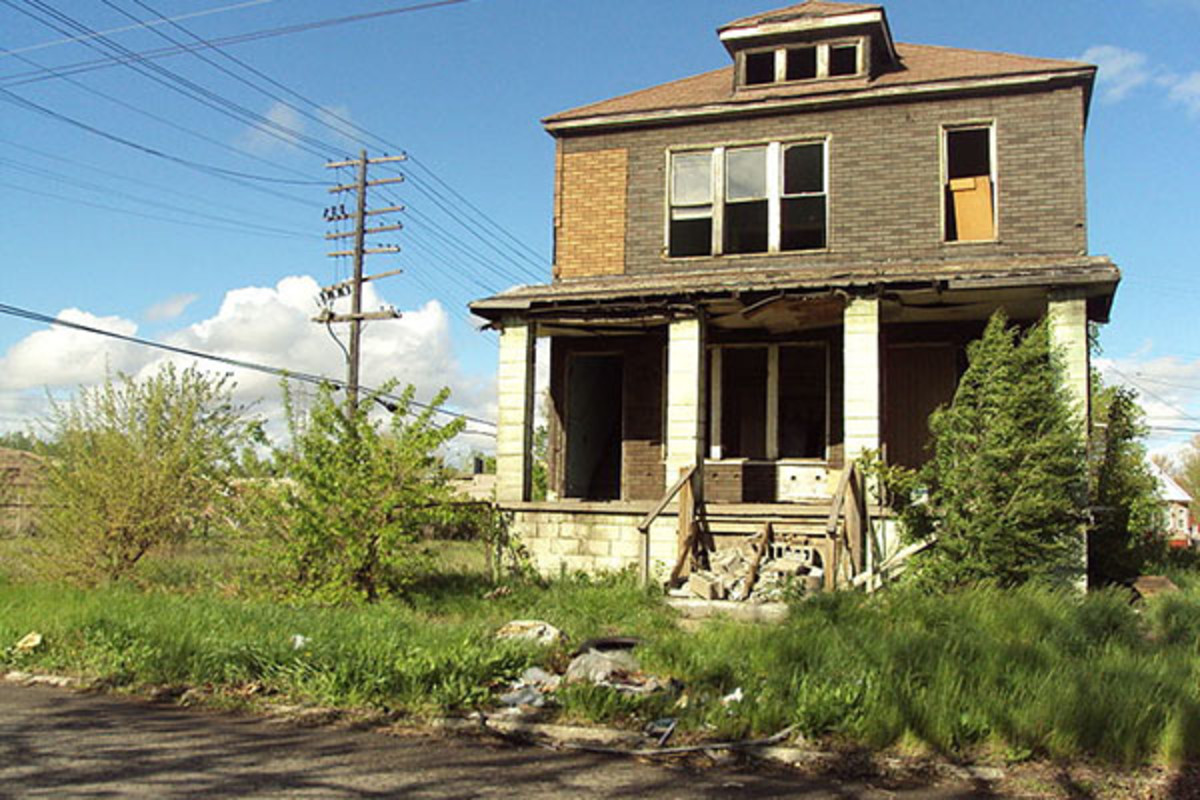 One of the tens of thousands of abandoned houses in Detroit. (PHOTO: PUBLIC DOMAIN)