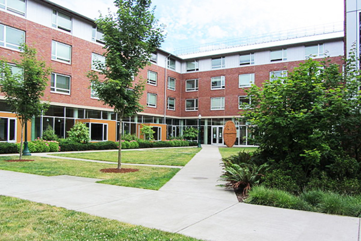 The north building of the Living-Learning Center housing complex at the University of Oregon. (PHOTO: CKERE/WIKIMEDIA COMMONS)