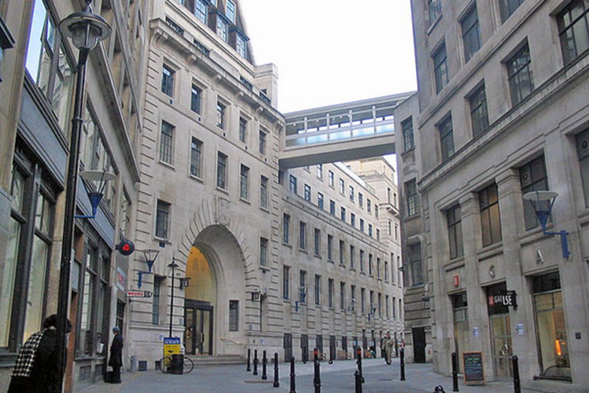 The main entrance to the London School of Economics. (PHOTO: UMEZO KAMATA/WIKIMEDIA COMMONS)