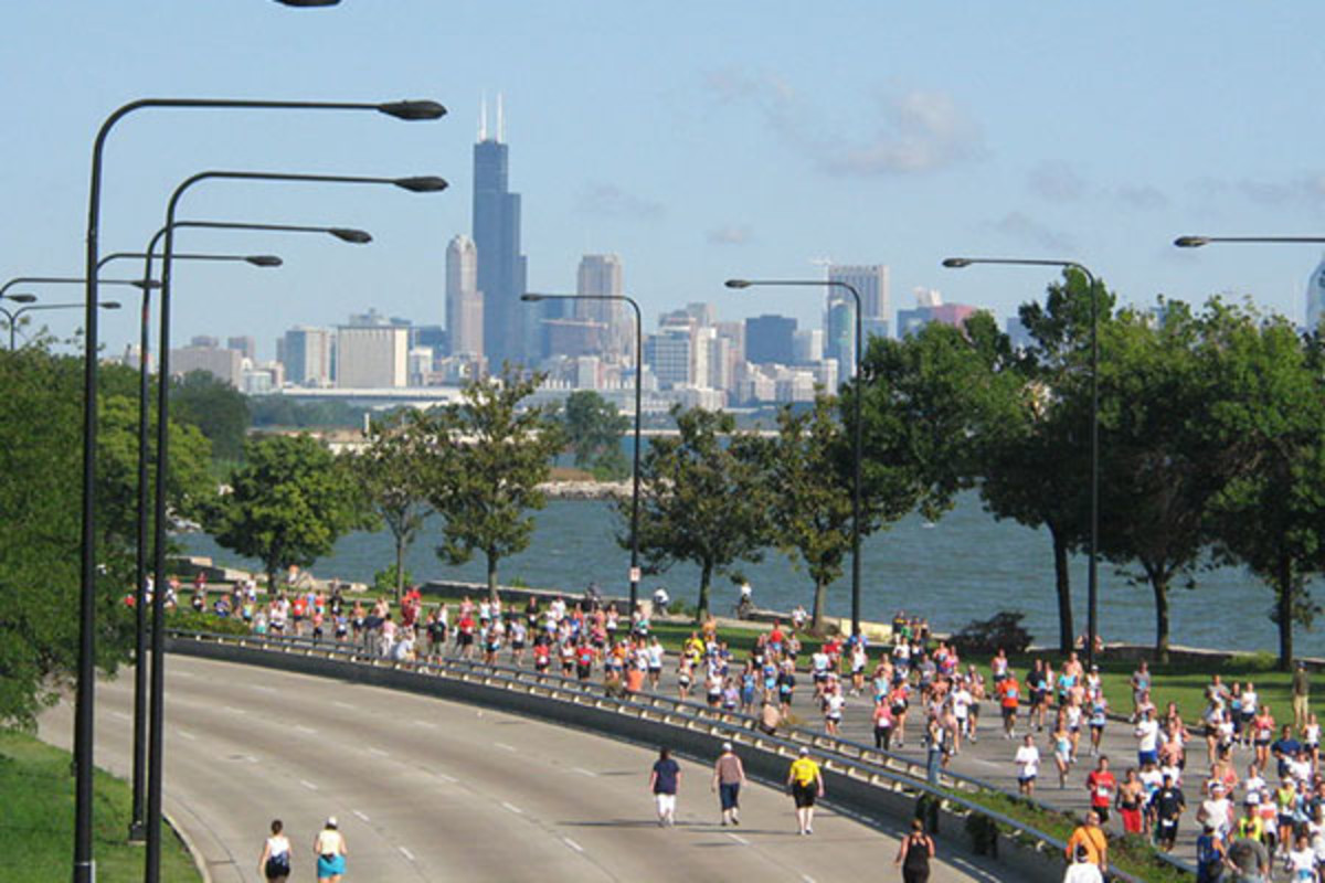 Chicago Half Marathon on Lake Shore Drive next to Harold Washington Park on the South Side. (PHOTO: TONYTHETIGER/WIKIMEDIA COMMONS)