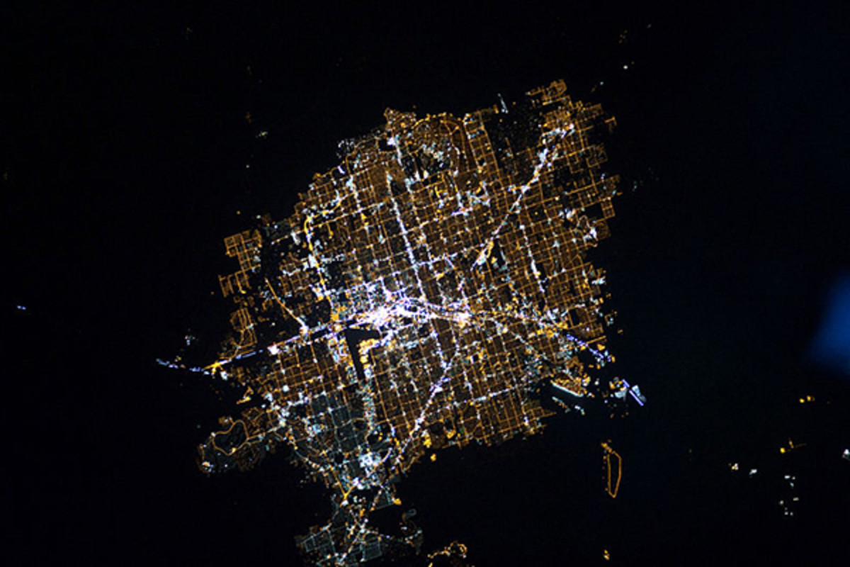 Astronaut photograph of Las Vegas at night. (PHOTO: PUBLIC DOMAIN)