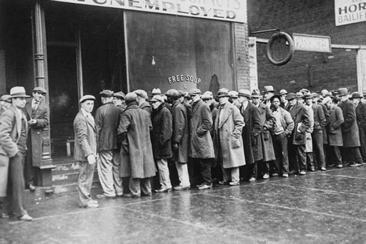 Unemployed men outside a soup kitchen in Chicago, 1931. (PHOTO: PUBLIC DOMAIN)