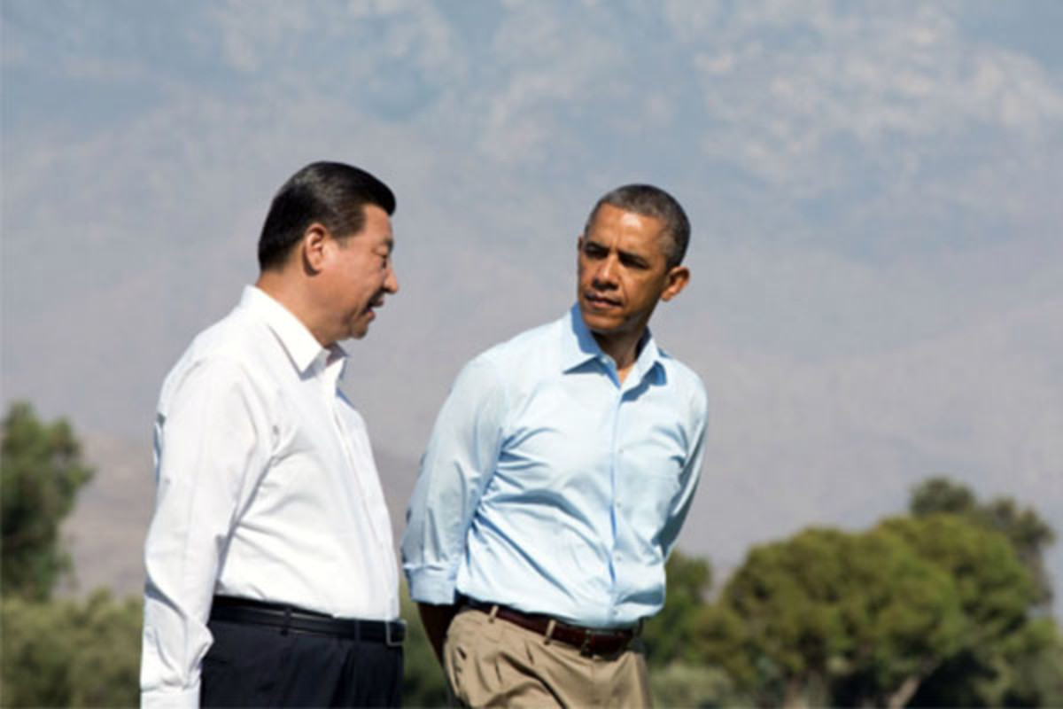 President Barack Obama walks with President Xi Jinping of the People's Republic of China on the grounds of the Annenberg Retreat at Sunnylands in Rancho Mirage, California, June 8, 2013. (PHOTO: PETE SOUZA)