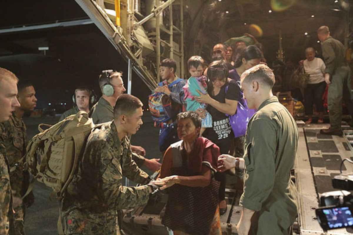 U.S. Marines assisting in the Philippine disaster relief. (PHOTO: PUBLIC DOMAIN)