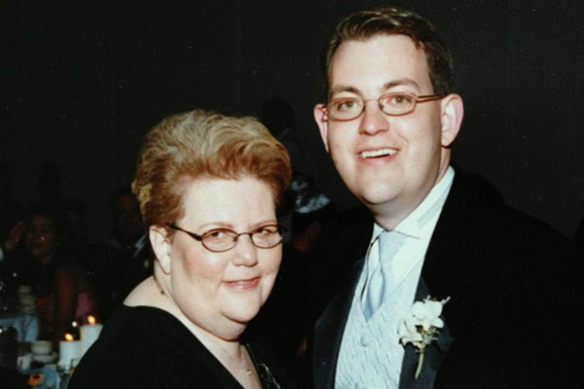 The author with his mother Harriet Ornstein on his wedding day. (PHOTO: COURTESY OF CHARLES ORNSTEIN)