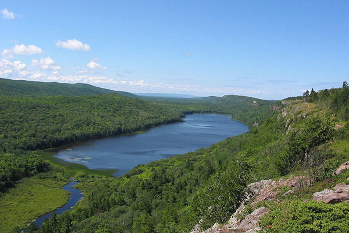 The Lake of the Clouds in the Porcupine Mountains of the Upper Peninsula of Michigan. (PHOTO: PUBLIC DOMAIN)