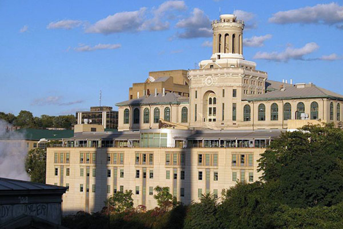 Hamerschlag and Roberts Halls are two of the teaching facilities of Carnegie Mellon's College of Engineering. (PHOTO: MEWTU/WIKIMEDIA COMMONS)
