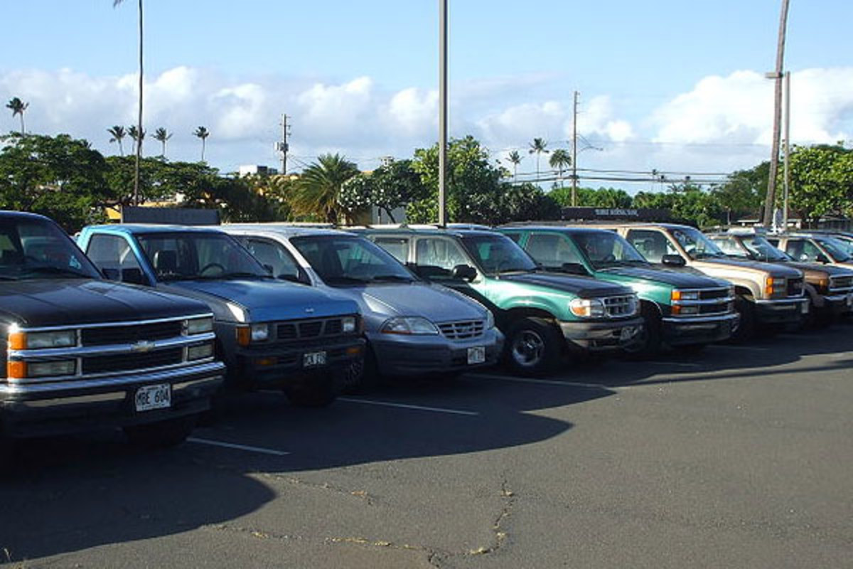 """Death Row"" of traded in SUVs and trucks under the Cash for Clunkers program. (PHOTO: 293.XX.XXX.XX/WIKIMEDIA COMMONS)"