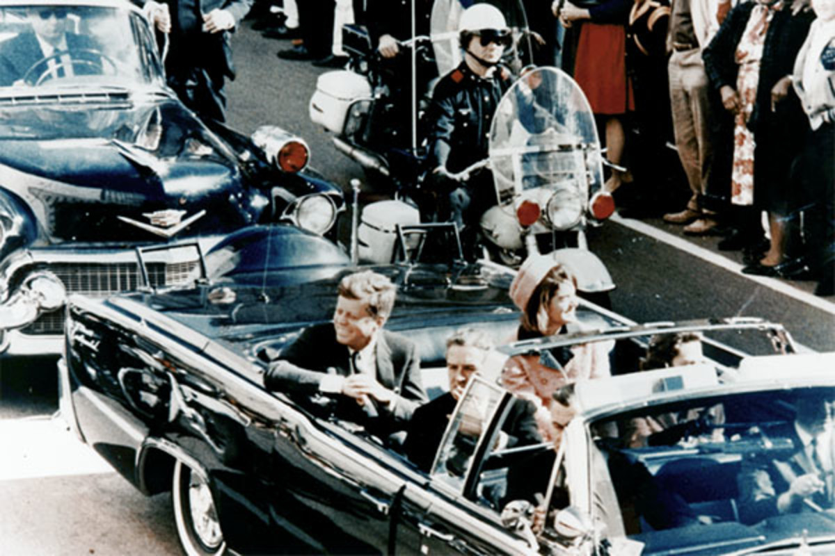 President Kennedy in the presidential limousine. (PHOTO: PUBLIC DOMAIN)