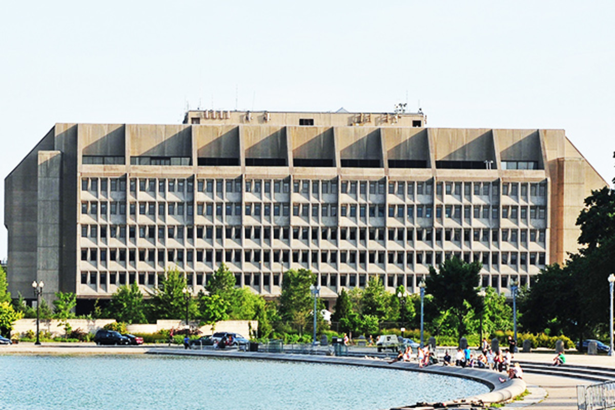 Department of Health and Human Services headquarters in Washington, D.C. (PHOTO: RALF ROLETSCHEK/WIKIMEDIA COMMONS)