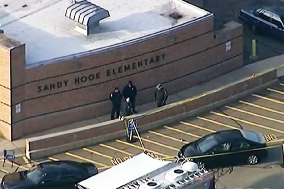 Police arrive in front of Sandy Hook after the shooting. (PHOTO: PUBLIC DOMAIN)